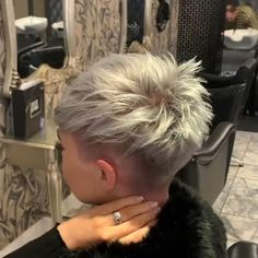 short hairstyle videos / hairstyle videos for short hair Pixie Haircut For Thick Hair, Short Hair Undercut, Short Pixie Haircuts, Cute Hairstyles For Short Hair, Curly Hair Styles, Bridal Hairstyles, Indian Hairstyles, Thin Hair, School Hairstyles