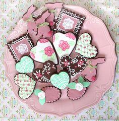 Galletas de chocolate con fondant de frambuesa y vainilla.