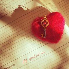 "Валентинка ""Шерстяное сердечко"" с ключиком на цепочке"