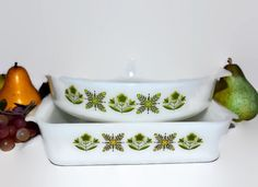New to ChicMouseVintage on Etsy: 2 Fire King Green Meadow Ovenware Pyrex Anchor Hocking - Square Casserole & Round Cake or Pie (25.00 USD)