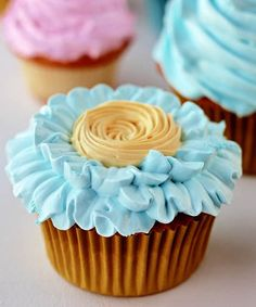 Spring Cupcakes with FAT-FREE FROSTING Don't care about the recipe... these are just gorgeous!