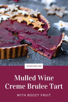 The perfect winter recipe for creme brulee tart with mulled wine flavour. Made with gingerbread crust and wine soaked fruit. Cookie Crust, Cookie Dough, Wine Flavors, Most Popular Desserts, Ginger Bread Cookies Recipe, Mulled Wine, Creme Brulee, No Bake Desserts, Tray Bakes