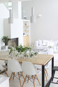 Dining table with black metal legs. Interior Design Living Room, Living Room Decor, Monochrome Interior, Scandinavian Home, Home Fashion, My Dream Home, Sweet Home, New Homes, Dining Table