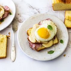 Low carb Croque Madame Tahini Paste, Easy Weekday Meals, Low Carb Bread, Slice Of Bread, Almond Flour, Cheddar Cheese, Avocado Toast, Low Carb Recipes, Eggs