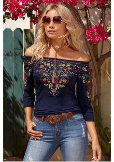 Sommer 2019 Outfit Mode für Damen: Your autumn day begins in this soft and sensuous knit top that skims your curves. Mexican Fashion, Mexican Outfit, Look Fashion, Womens Fashion, Fashion Tips, Casual Outfits, Cute Outfits, Look Boho, Mode Style