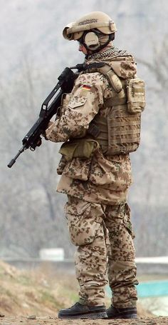 NOTE coyote brown webbing, helmet, pouches, rear pouch placement, Military Suit, Military Police, Airsoft, Luftwaffe, Tactical Suit, Camouflage Patterns, Military Photos, Military Personnel, Military Equipment
