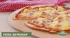 Hawaiian Pizza is so popular but its no wonder with the delicious smoked chopped ham and fruity fresh pineapple Pizza Vans, Chopped Ham, Thin Crust Pizza, Hawaiian Pizza, Asian Recipes, Food Videos, Catering, Cravings, Good Food
