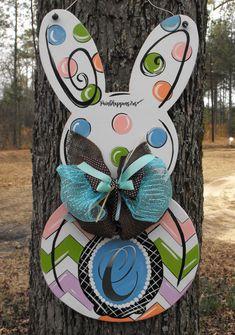 Easter Door Hanger Bunny Door decor Easter by Spring Crafts, Holiday Crafts, Wooden Crafts, Diy Crafts, Yard Sale Signs, Wood Yard Art, Burlap Door Hangers, Spring Painting, Door Signs