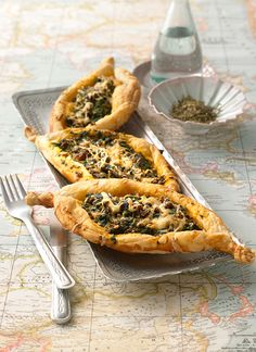 Blätterteig mit Hackfleisch und Spinat pikant gefüllt und mit Käse überbacken