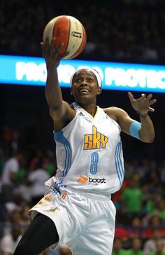 meet a0b77 8a937 Chicago Sky  Swin Cash a money player