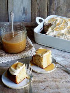 Karamellkake i langpanne - du verden så godt. Aller best blir det om du lager din egen karamell, men har du ikke tid eller anledning er det bare å bruke en god en fra butikken. Oppskriften på karamellkaken finner du her på bloggen Mat på bordet. Norwegian Cake Recipe, Tiramisu, Cake Recipes, French Toast, Pudding, Baking, Breakfast, Ethnic Recipes, Desserts