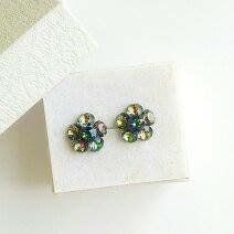 Remarkable flower stud earrings made with Swarovski Crystals full vitrail medium and 925 silver settings Flower Stud, Earrings Handmade, 925 Silver, Swarovski Crystals, Stud Earrings, Trending Outfits, Medium, Unique Jewelry, Handmade Gifts