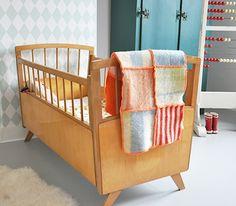 #kinderbeddengoed   wollen lapjesdeken ♥ by Feestrijk.nl - het bed!