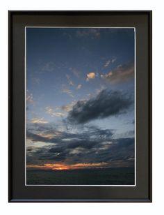 撮影地:新潟市中央区★夕日           2006/9/2撮影写真は銀映プリントを使用しています※掲載の額入り写真はハメコミ合成です。 写真サイズ:A4...|ハンドメイド、手作り、手仕事品の通販・販売・購入ならCreema。