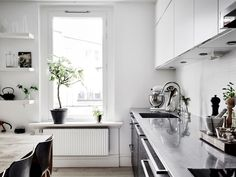Skandinávský byt je ukázkou toho, jak málo už k dokonalosti potřebuje nádherný prosvětlený prostor | Living | bydlení | WORN magazine
