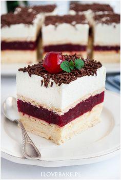 Wiśniowy 3 bit - I Love Bake Homemade Desserts, Mini Desserts, Just Desserts, Sweet Recipes, Cake Recipes, Good Food, Yummy Food, Beautiful Desserts, Mousse Cake