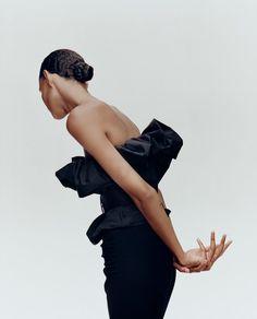 Binx Walton Poses in Zara's Sparkling Party Dresses High Fashion Poses, Fashion Model Poses, Editorial Photography, Photography Poses, Fashion Photography, Glamour Photography, Lifestyle Photography, Zara Models, Mein Portfolio