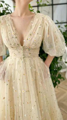 Pretty Outfits, Pretty Dresses, Beautiful Dresses, Elegant Dresses, Vintage Dresses, Floral Prom Dresses, Summer Dresses, Ball Dresses, Ball Gowns