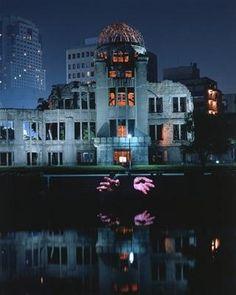 Hiroshima Projection , 1999  Krzysztof Wodiczko