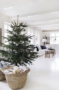 Tine K Homen ihana joulu, luukku – Mrs Jones Minimal Christmas, Nordic Christmas, Natural Christmas, Noel Christmas, Merry Christmas And Happy New Year, Modern Christmas, Christmas 2019, Simple Christmas, Xmas Theme