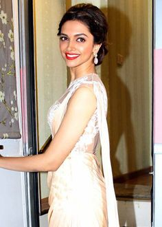 Deepika Padukone zeroed in for lead role in Happy New Year opposite SRK!