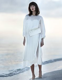 jacquelyn jablonski beach5  Jacquelyn Jablonski Poses for Emma Tempest in Vogue Russia Spread