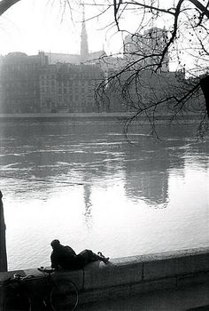 Paris, photo by Willy Ronis Bw Photography, Street Photography, Willy Ronis, Louvre, Photo Report, Eiffel, French Photographers, Black And White Pictures, Lovers Art