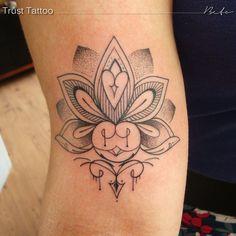 Flor de Lotus com Pontilhismo, traços finos e delicados