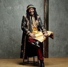 Music Legends Festival Rey del reggae africano, Seydou Koné (Costa de Marfil, 1953), más conocido como Alpha Blondy, ha llenado de mensajes reivindicativos y personal filosofía 21 discos, el más reciente 'Positive Energy' (2015). Sus conciertos, apoyados por una excepcional banda, son una auténtica celebración.