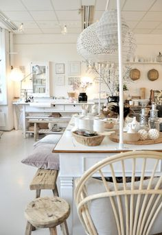 Shop Online And Save. Furnish Your Home In Style With These Furniture Secrets. Buying furniture for your home can be loads of fun or a nightmare. Furniture Repair, New Furniture, Furniture Ideas, Metal Furniture, Eating Before Bed, Retail Space, Home And Deco, Shabby Chic, Rustic Chic