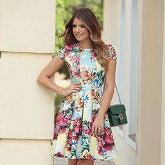 """""""{Flowers}Vestido @thaisrodrigues87  Muito amor nessa estampa!!  Modelinho do jeito que eu amoo  Disponível on-line…"""""""