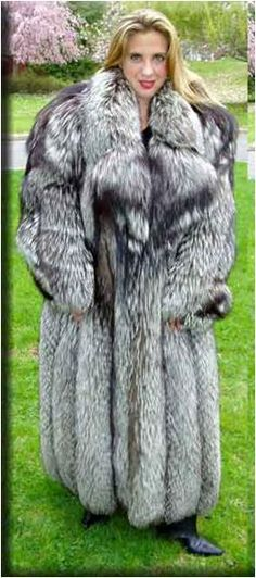 Fox Fur Coat, Fur Coats, Fabulous Fox, Silver Foxes, Fur Fashion, Fur Jacket, Suits For Women, Style Guides, Cool Pictures