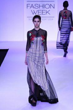 Archana Kocchar. LFW S/S 14'. Indian Couture.