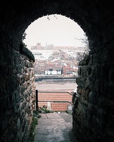 A view of Whitby from what me and my family call the Dracula Tunnel. Not sure why we we call it that though, I might have heard a story about it once, but can't remember what that story was ('What a fabulous anecdote, Catherine!' I hear you cry 😉 In my defence, it's the 23rd December and I've been on the gin since last Thursday 🤤) Merry Christmas, one and all!! 🍾🎄