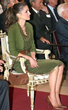 Rania in Milan, Sept. 2009 at the Palazzo Marino. Rania was given an honorary Italian citizenship by Milano mayor, Gabriele Albertinin. Rania is wearing Prada.