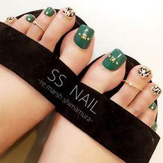 Trendy Nails Toe Fall Toenails in 2019 Pretty Toe Nails, Cute Toe Nails, Pretty Toes, Love Nails, My Nails, Pedicure Designs, Pedicure Nail Art, Toe Nail Designs, Fall Pedicure