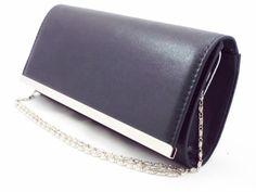 Geanta dama plic neagra , cu accesorii metalice argintii la pretul de 49 RON. Comanda Geanta dama plic neagra , cu accesorii metalice argintii de la Biashoes!