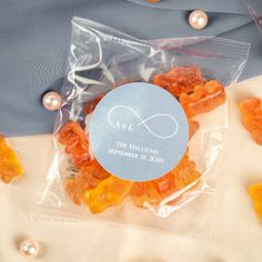 Share the sweet taste of bubbly with your guests by handing out these personalized bridal champagne gummy bear favor packets. Summer Wedding Favors, Wedding Candy, Fall Wedding, Edible Favors, Edible Wedding Favors, Champagne Gummy Bears, Bear Wedding, Dusty Rose Wedding, Simple Baby Shower