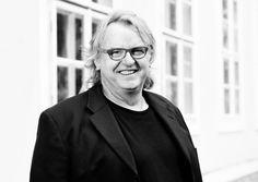Der gebürtige Waldviertler Günther Gross hat 2009 die Kunstfabrik Groß Siegharts in der alte Bandwebefabrik in Groß-Sieghart gegründet. Dort lebt und arbeitet er als Künstler.