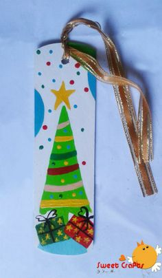 "Separador de lectura ""Árbol Navideño"" Bonito separador de lectura con el que tendrás algo muy alegre que señalar al leer en esta época navideña. #bookmarks #christmasthree #christmas Técnica: Acrílico sobre madera"