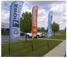 Feather flags, (also known as adversails, and flutter flags) are a great advertising tool that come with a multitude of uses – all of which allow you to easily and effectively catch the attention of all those passing by.