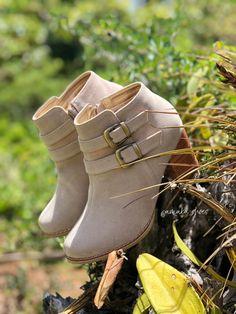 Botines claros, calzado personalizado Wedges, Ankle, Boots, Fashion, Footwear, Crotch Boots, Moda, La Mode, Heeled Boots