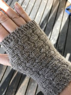 Fingerless Gloves, Arm Warmers, Lana, Diy And Crafts, Knitting, Crochet, Knitting Patterns, Tricot, Knitting And Crocheting