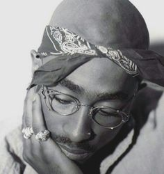 Uploaded by Find images and videos about tupac and on We Heart It - the app to get lost in what you love. Tupac Pictures, Tupac Makaveli, Best Rapper, Tupac Shakur, Hip Hop Rap, Lil Wayne, Thug Life, Celebs, Celebrities