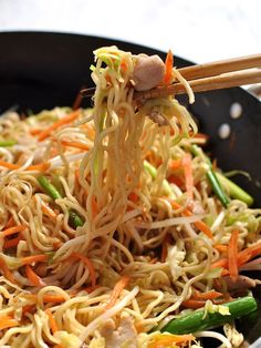 Proper Chicken Chow Mein recipe. Faster than takeout, and a surprising amount of vegetables. #chinese #noodles #stir_fry