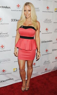 Spotlight on Legs - Kendra Wilkinson