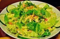 Salada com Molho Cremoso de Curcuma ~ Veganana