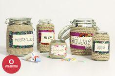 Frascos con tejido y etiquetas, por Camila Aparicio. Hecho en casa. http://www.utilisima.com/manualidades/8678-frascos-con-tejido-y-etiquetas.html