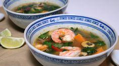 tom yam soep met zoete aardappel en garnalen