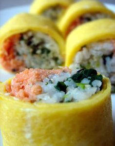"""A different kind of """"egg roll"""" - Special egg rolls with rice, salmon and spinach #bento"""